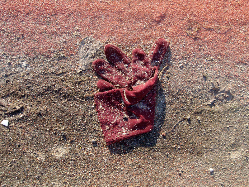 red-glove-on-red-dust-800pxl